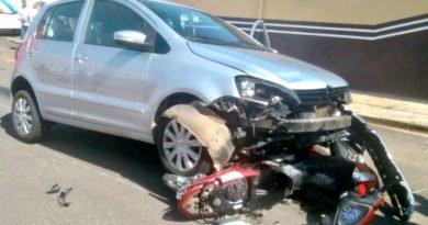 acidente moto carro