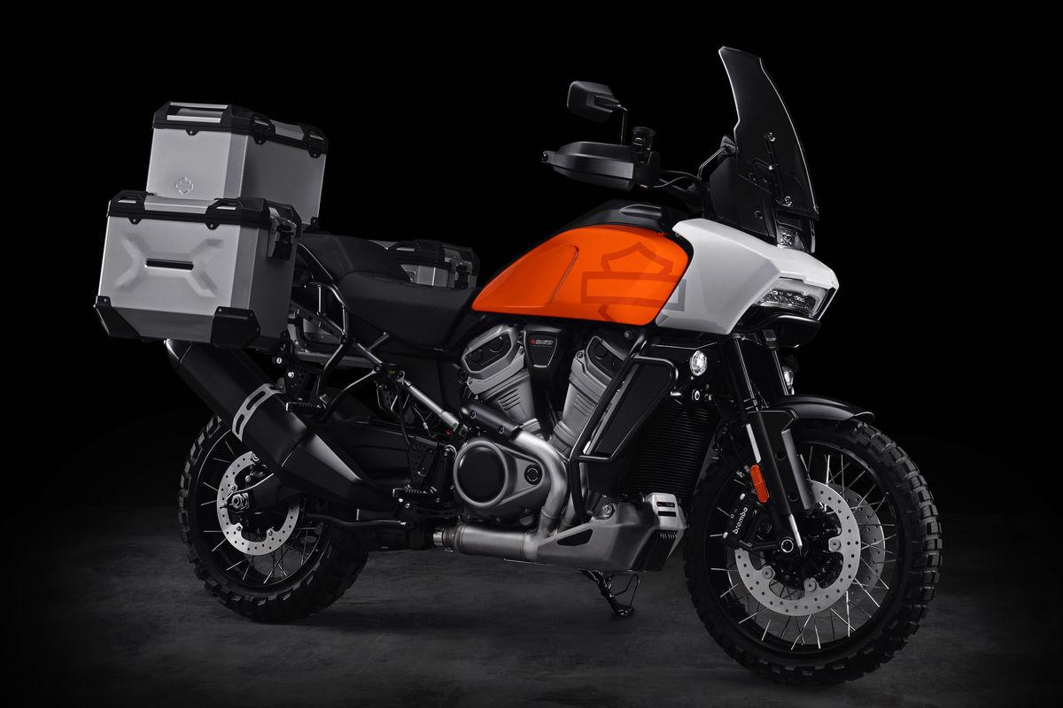 """Harley-Davidson revela sua primeira """"streetfighter"""", a ..."""