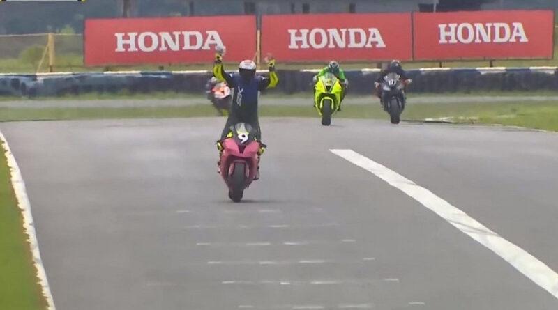 superbike brasil piloto comemora antes da hora e perde vitória em cima da linha
