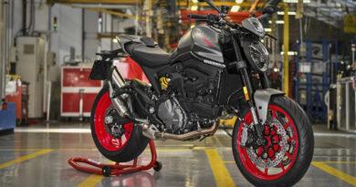 nova ducati monster 2021 produção fábrica itália