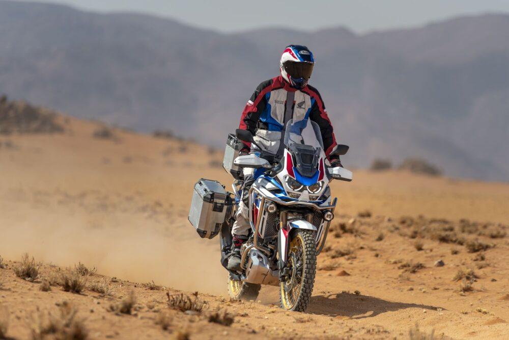 honda crf 1100l africa twin adventure sports 2021 em ambiente aberto
